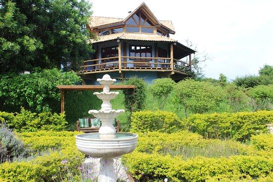 Pousada Quinta da Serra: Vista do restaurante a partir do jardim