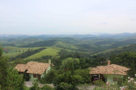 Pousada Quinta da Serra: Vista do chalé sabiá