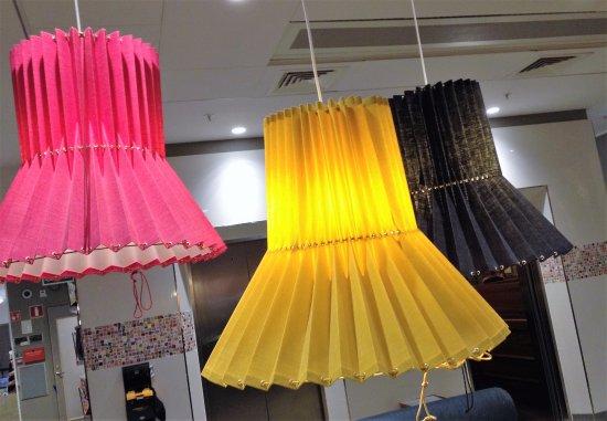 Scandic Klara: Fancy lamps in the reception