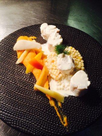 Thouarce, France : Lotte et risoto de perles mousseline de patate douce légumes oubliés