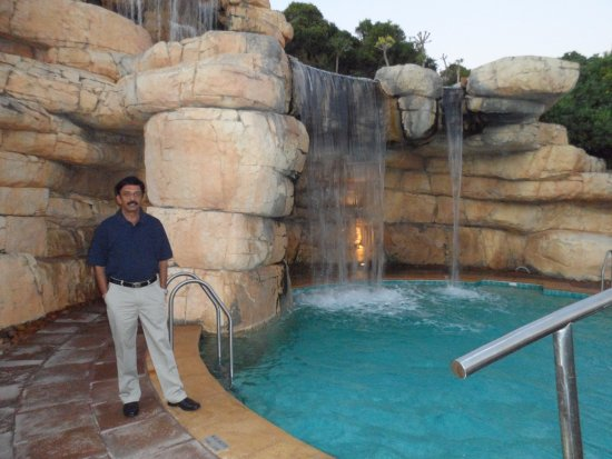 Arabella Hotel & Spa: Taking a stroll in the pool area