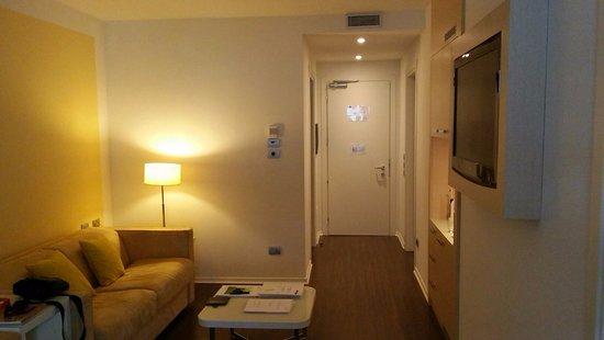 Laguna Palace Hotel: Wohnzimmer Familienappartment mit dem 2. Fernseher