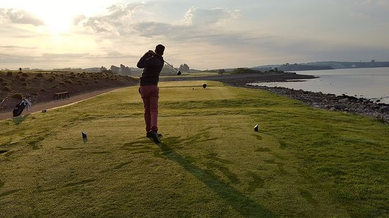 County Cork, Irlanda: On the 4th tee at Cork Golf Club. Photo taken on an early morning in June.