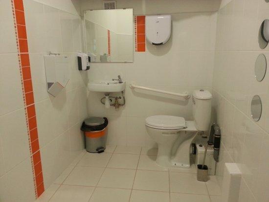 wc normes handicap photo de restaurant 39 may lajoie 39 aux papilles p ret tripadvisor. Black Bedroom Furniture Sets. Home Design Ideas
