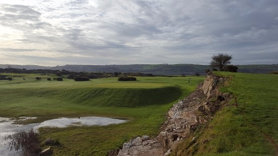 County Cork, Irlanda: Looking at the 8th green from the 11th fairway at Cork Golf Club.
