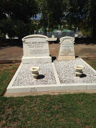 Arbeidsgenot : Burial plots