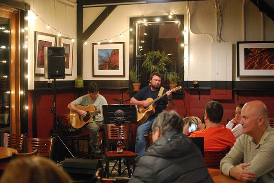 Pendleton, SC: Viva Wine Bar hosts local musicians regularly to entertain guests.