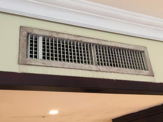 Nexus Resort & Spa Karambunai: Filth Av Vent