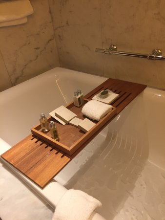 David Citadel Hotel: The bathtub was perfect for relaxing after a full day of sightseeing. The towels were heated too