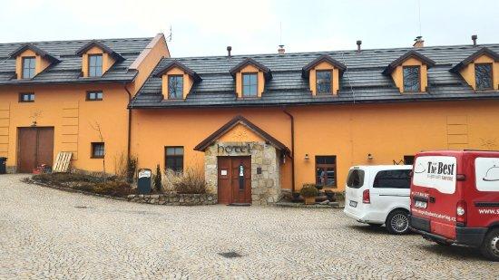 Nove Mesto na Morave, Republika Czeska: Parkoviště před hotelem