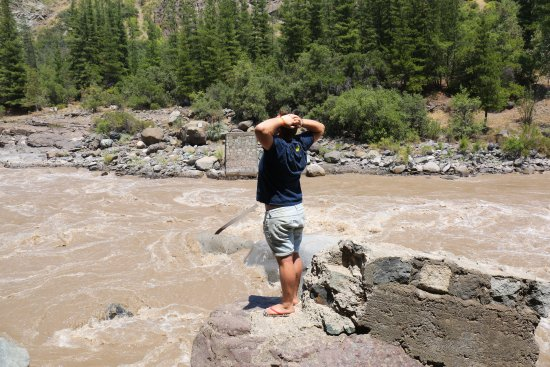 Cascada de las Animas: Riverside views
