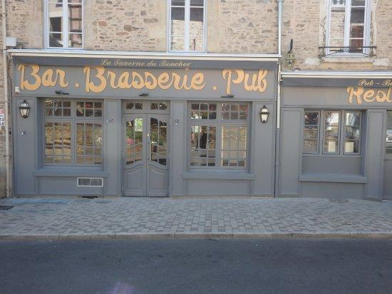 Saint-Yrieix-la-Perche, France: la façade