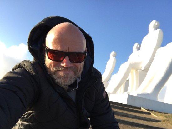 """Esbjerg, Dinamarca: Et par shots ved """"de store mennesker"""" på en windy februar dag"""