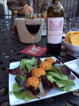 Columbus, TX: Crab cakes at The Courtyard