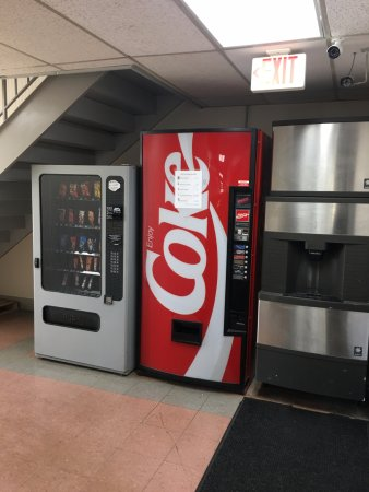 Gallipolis, OH: Ice/vending machines