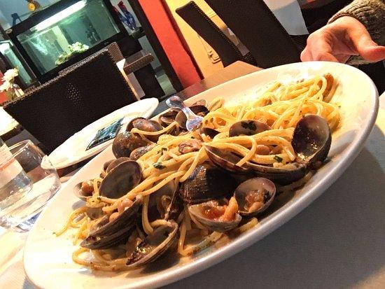 La Belle Escale: Spaghetti vongole veraci, ceci, bottarga