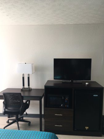 Gallipolis, OH: Micro/Fridge/Desk/Flat Screen w/ Directv feat HBO/CINEMAX/ESPN