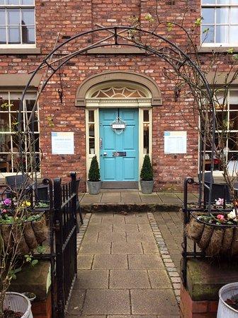 Tarporley, UK: No. 6 Tearoom Entrance on the High Street
