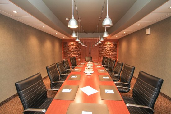 Cornwall, Canada : Boardroom - one of 7 meeting rooms