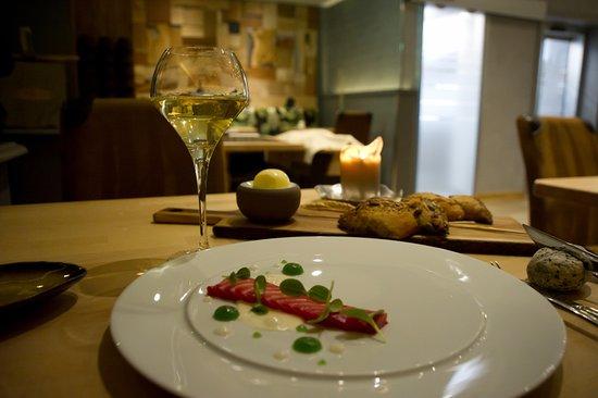 Gaillard, Francia: truite marinée à la betterave, crémeux de citron, gel aux algues du Léman