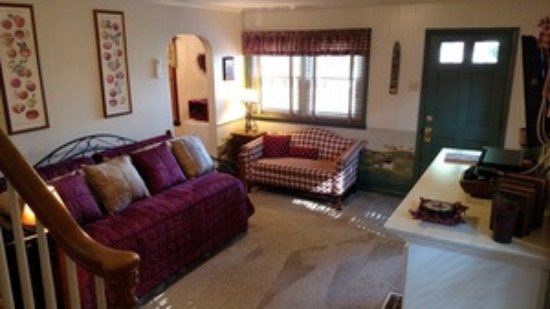 Willow Street, PA: Braeburn Cottage Living Room