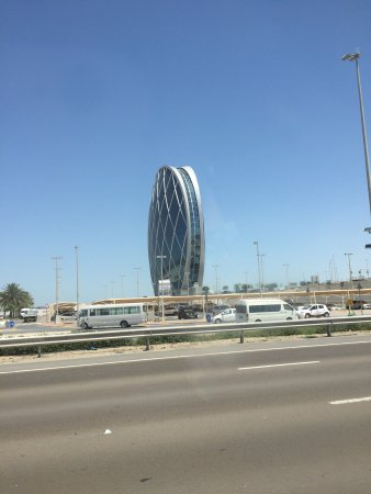 Aloft Abu Dhabi: Big hotel with good facility located in business area but it's a bit far from down town.