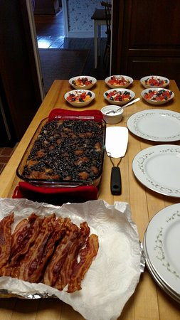 Apple Bin Inn: Blueberry French Toast, Melon Salad, Maple Bacon -  Yummy breakfast ready to serve.