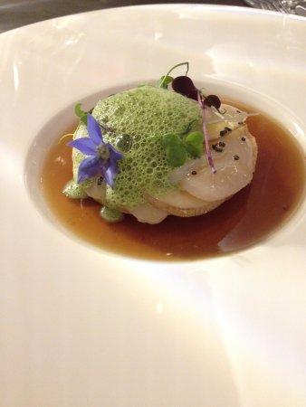 Chardonne, Svizzera: carpaccio de st-jacques et cèpes, gelée