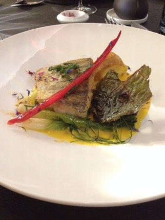 Chardonne, Svizzera: Filet de sandre, sauce chasselas safrané