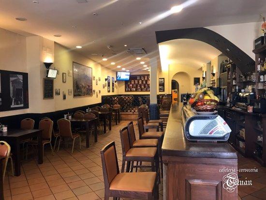 Osuna, Spanien: Interior de Cafetería Cervecería Tetuán