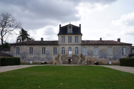 Barsac, França: View of the Chateau
