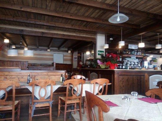 Interno Con Bar Foto Di Ristorante Terrazza Casa Rossa
