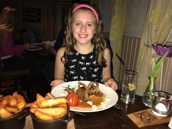Kippen, UK: Newsflash - 10 year old demolishes beautiful steak dinner!