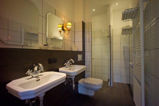 Badkamer - Picture of Grand Boutique Hotel Huis Vermeer, Deventer ...