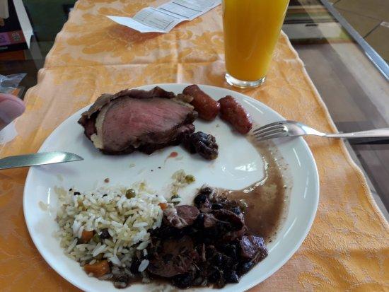Mogi Mirim, SP: Feijoada e carne.