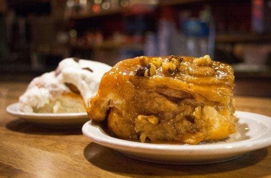 ฮัตชินสัน, มินนิโซตา: Caramel Rolls and Cinnamon Rolls - A few of the delicious bakery items.