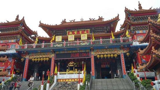Dragon Tiger Tower: Templo taoista cerca de las pagodas