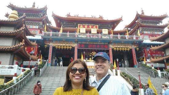 Dragon Tiger Tower: Foto frente al templo Taoista