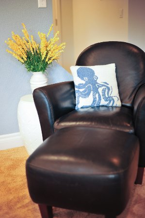 Kodiak, AK: Living room photo