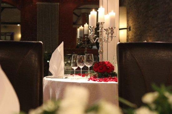 Herne, Germany: Tisch für einen Heiratsantrag