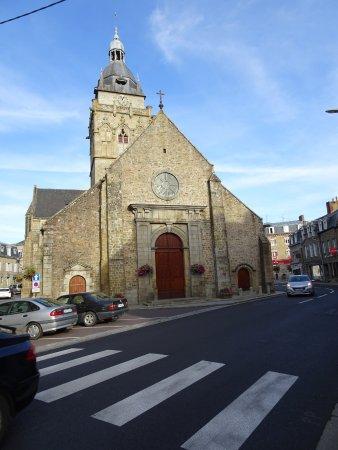 Villedieu-les-Poeles, Франция: Villedieu les Poêle: église Notre Dame