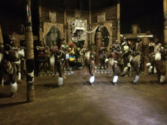KwaZulu-Natal, South Africa: ukushaya ingoma (typical Zulu dance)
