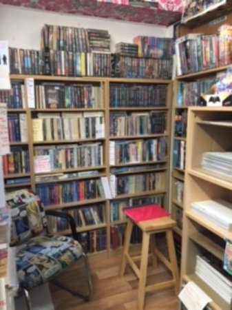 St Austell, UK: Inside Unit 9, Into the Realm Book Shop