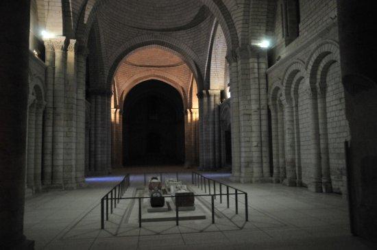 Fontevraud-l'Abbaye, Francia: Les Gisants la nuit