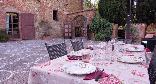 Trequanda, Italy: Dinner in the old area