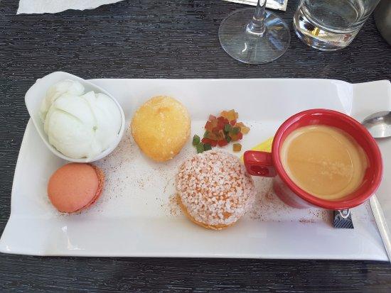 Leucate, France: Café gourmand un des plats qui nous ont séduits