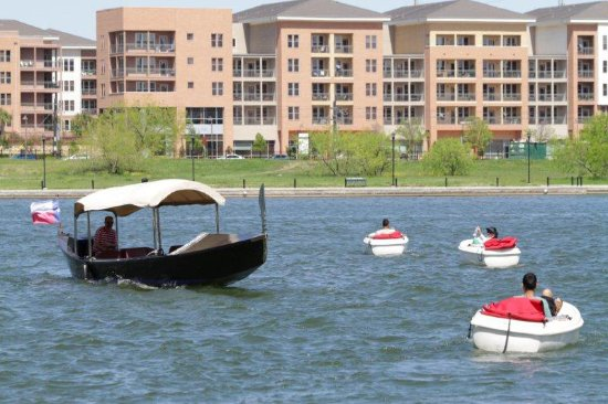 Irving, TX: Boating on Lake Carolyn