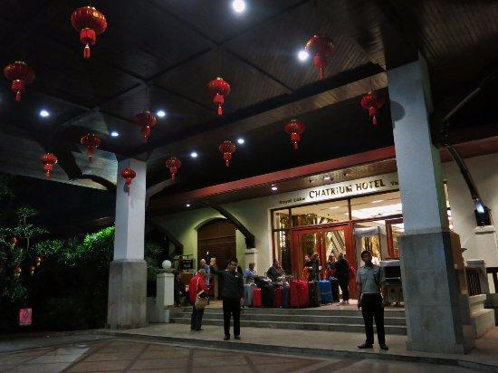 Chatrium Hotel Royal Lake Yangon: Giriş