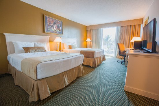 Stadium Hotel: Double Beds City Side