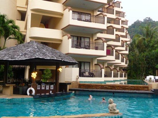 Krabi La Playa Resort: Вид на отель с бассейна